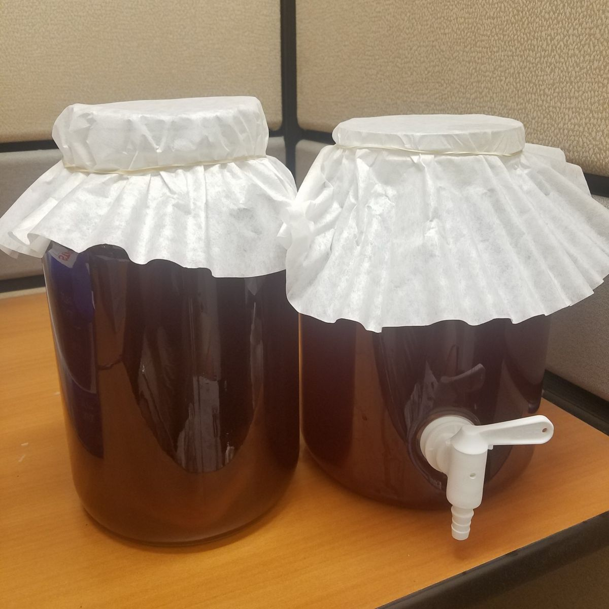 There are two methods for brewing kombucha